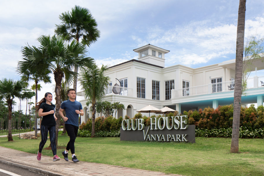 Jogging Vanya Club House