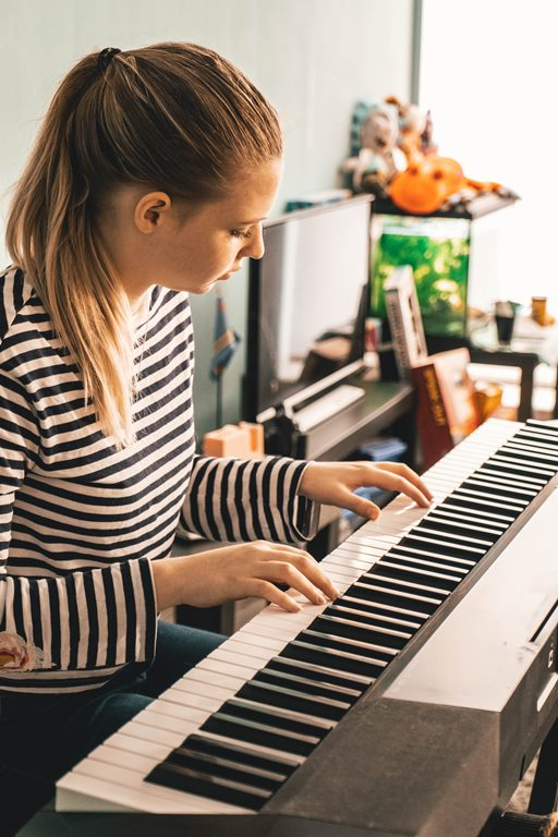 female play a piano